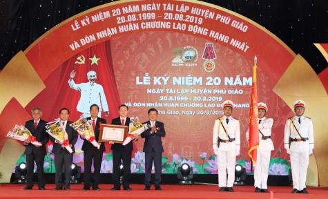 Phú Giáo kỷ niệm 20 năm tái lập huyện: Vinh dự đón nhận Huân chương Lao động hạng nhất