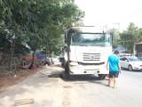 Biến lòng đường thành điểm vá lốp, sửa chữa xe ô tô