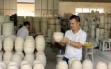 Người nặng lòng với nghề gốm sứ truyền thống