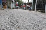 Thi công hệ thống thu gom nước thải: Cần sớm hoàn trả mặt đường theo hiện trạng ban đầu