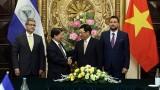 越南政府副总理兼外交部长范平明与尼加拉瓜外交部长孟卡达举行会谈
