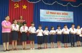 TX.Tân Uyên: Trao học bổng cho học sinh nghèo hiếu học