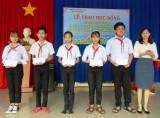Phú Giáo: Trao tặng học bổng cho học sinh, sinh viên có hoàn cảnh khó khăn, vượt khó học giỏi