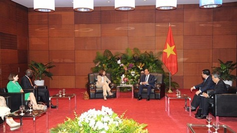 越南政府总理阮春福会见出席2019年越南革新与发展论坛的国际代表