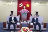 平阳省领导会见前来礼节性拜会的新加坡新任驻胡志明市总领事