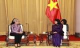 越南国家副主席邓氏玉盛会见澳大利亚维多利亚州州长琳达•德绍