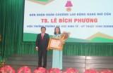 Hiệu trưởng Trường Đại học Kinh tế-Kỹ thuật Bình Dương nhận Huân chương Lao động hạng Nhì