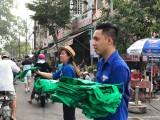 Phát 2.000 túi vải cho người dân để hạn chế rác thải nhựa