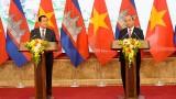 柬埔寨首相洪森圆满结束对越南的正式访问