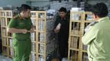 Thu giữ hơn 6000 túi xách, ba lô, ví không rõ nguồn gốc