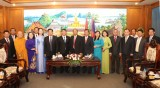 平阳省越南祖国阵线代表团礼节性拜会老挝占巴塞省领导人