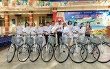 129号海团:向学生宣传海洋岛并赠送自行车