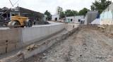 Thi công hệ thống thoát nước mưa Suối Lồ Ồ: Người dân phập phồng lo ngập nhà