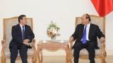 越南政府总理阮春福会见老挝新任驻越南大使森菲特•宏本让