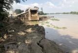 An Giang hỗ trợ các hộ dân bị ảnh hưởng do sạt lở bờ sông Châu Đốc
