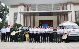 新渊市卫生中心和军事指挥部门接收企业赠送的专用车
