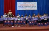新协发集团向残疾学生、孤儿、贫困病人子女颁发奖学金
