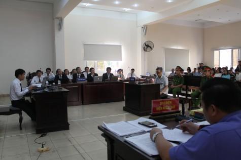 Tiếp tục xét hỏi bị cáo Lê Hoài Linh và bị cáo Nguyễn Hồng Khanh