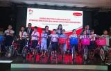 Trao tặng xe đạp cho học sinh có hoàn cảnh khó khăn