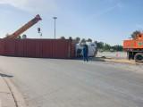 Xe container ôm cua lật ngang trên đường, nhiều người thoát chết