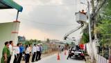 """TX.Thuận An: Bàn giao công trình thanh niên """"Thắp sáng đường quê"""""""