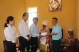 Đoàn lãnh đạo tỉnh thăm tặng quà tết gia đình chính sách, hộ nghèo TX.Tân Uyên