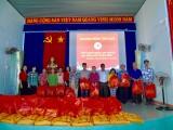 Hội Chữ thập đỏ TX.Tân Uyên: Tặng quà tết cho 50 hộ nghèo, khó khăn ở xã Hội Nghĩa