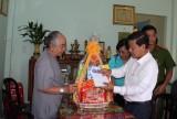 Đoàn lãnh đạo tỉnh thăm, tặng quà tết cho gia đình chính sách, hộ nghèo TX.Thuận An