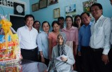 平阳省领导人慰问宜安市优抚对象、贫困户和特困儿童并送上春节慰问礼物