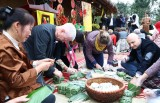 Foreign diplomatic corps explore Vietnamese traditional Tet