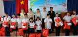 平阳省儿童扶助基金会:向残疾儿童赠送490份礼物