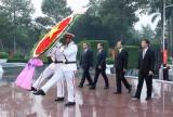 Dâng hương tưởng nhớ Chủ tịch Hồ Chí Minh và các anh hùng liệt sỹ