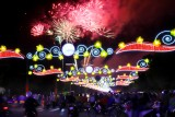 Đông đảo người dân đón xem pháo hoa đêm giao thừa chào năm mới Canh Tý 2020