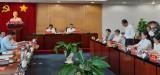 越共中央检查委员会工作团与平阳省举行工作会议
