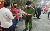 Phát 2.000 khẩu trang cho người dân phường Hiệp An