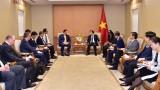 越南政府副总理郑廷勇会见美国和韩国投资商