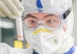 Cố vấn Nhà Trắng dự báo thời điểm sản xuất thuốc điều trị COVID-19