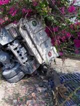 Xe ben tông gãy cột điện, tài xế may mắn thoát chết