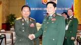 越南国防部部长吴春历会见老挝国防部部长