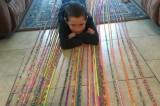 Bé trai 10 tuổi tết thành công vòng đeo tay dài nhất thế giới