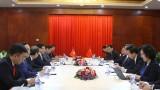 越南政府副总理兼外长范平明在老挝会见中国国务委员兼外交部长王毅和老挝外交部长沙伦赛•贡玛西