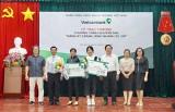 """Vietcombank - Chi nhánh Bình Dương: Trao thưởng chương trình """"Đăng ký Ebank - Rinh nhanh xế xịn"""""""