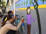 Vẽ tranh tường chào mừng đại hội Đảng