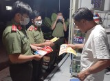Phường Phú Lợi (TP.Thủ Dầu Một): Phát tờ rơi tuyên truyền phòng, chống dịch bệnh Covid-19