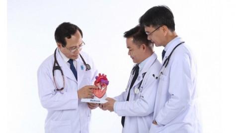 越南医师节65周年:全面提升医疗服务质量 切实提高群众满意度