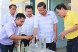 Công ty cổ phần Đại Nam: Lắp đặt hệ thống lọc nước, tặng hàng ngàn can nhựa cho người dân vùng hạn mặn
