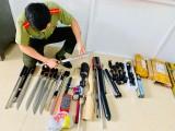 Phát hiện nhiều vụ mua bán vũ khí, công cụ hỗ trợ qua mạng