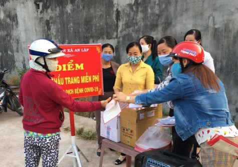 Dầu Tiếng: Hội LHPN xã An Lập may tặng hơn 1.000 khẩu trang sát khuẩn cho người dân