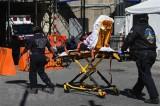 Số ca tử vong ở Mỹ vượt mốc 2.000, cân nhắc bắt buộc cách ly 3 bang