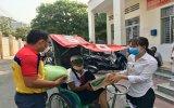 Đoàn phường Phú Lợi (TP.Thủ Dầu Một): Trao 65 phần quà cho người khó khăn